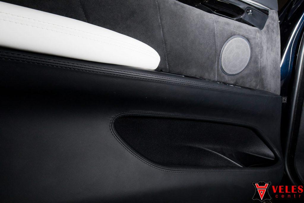 Перетяжка дверей BMW кожей Наппа в Москве