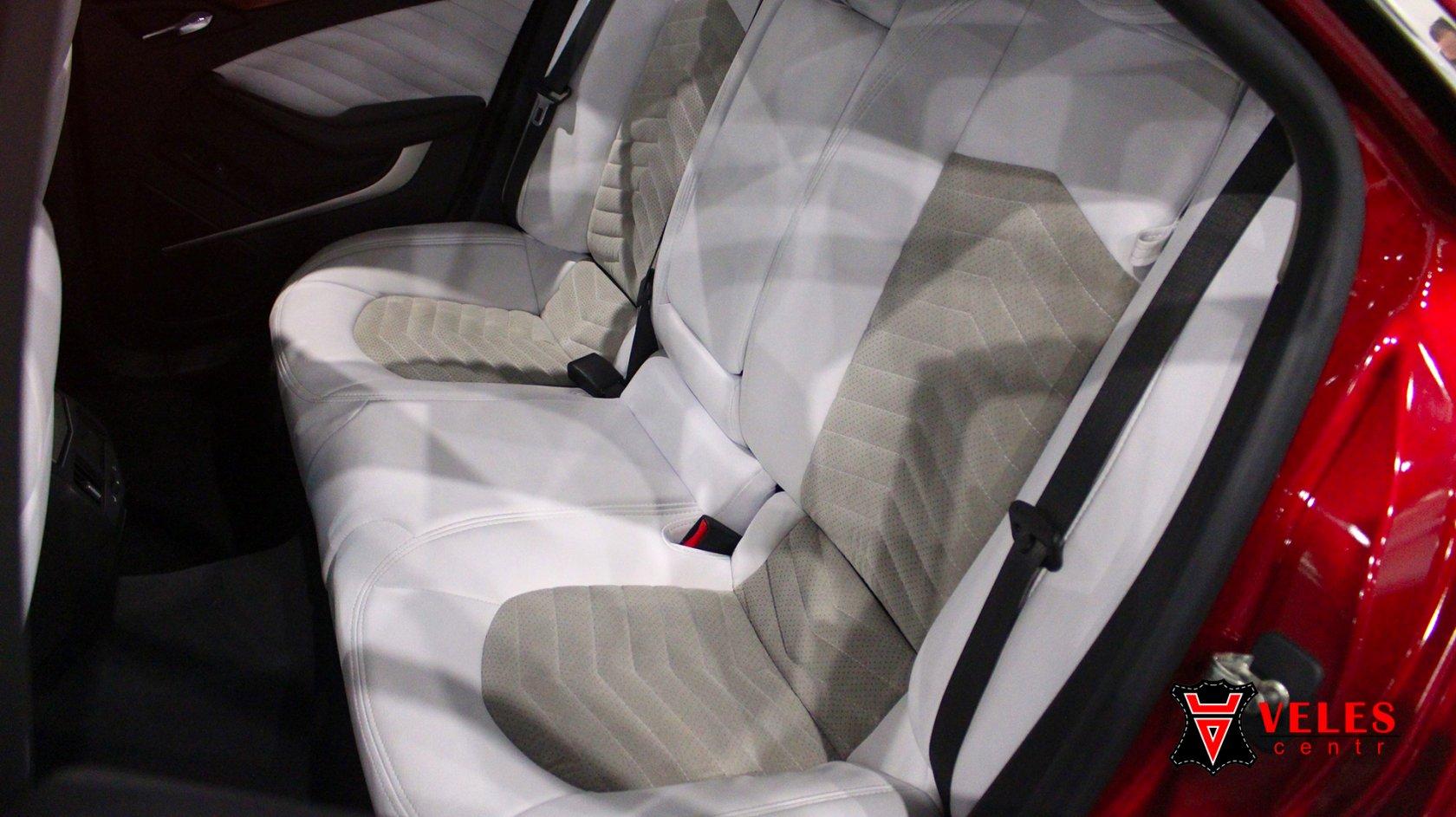 Перешив сидений в белоснежную искусственную кожу Cadillac в Москве