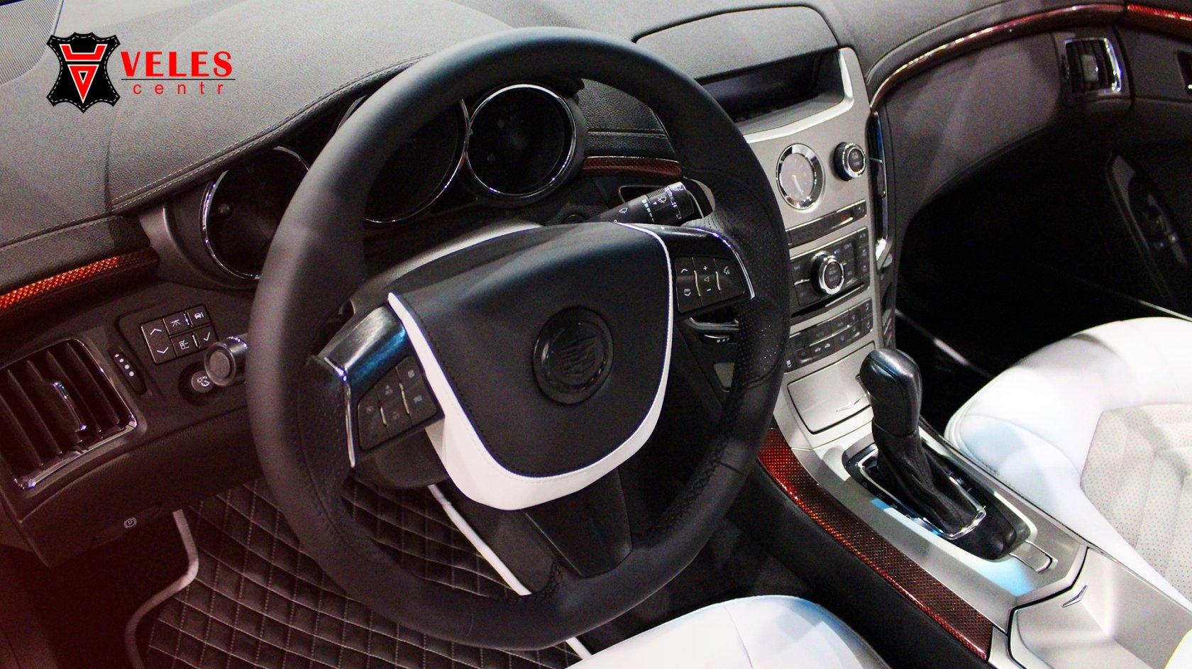 Перешив салона в белоснежную искусственную кожу Cadillac в Москве