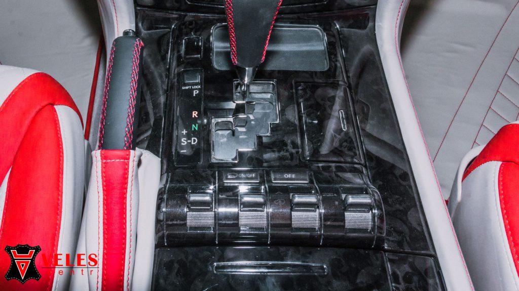 Перешив салона в кожу для Lexus 570 в Москве