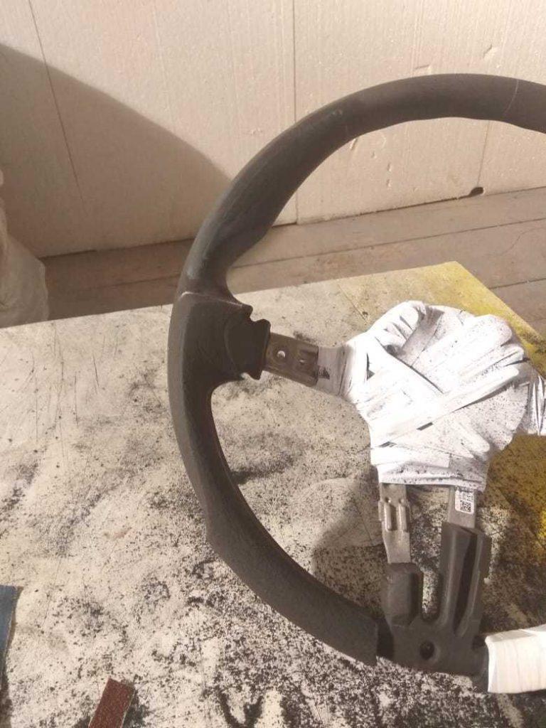 Анатомический руль с карбоном на BMW в Москве