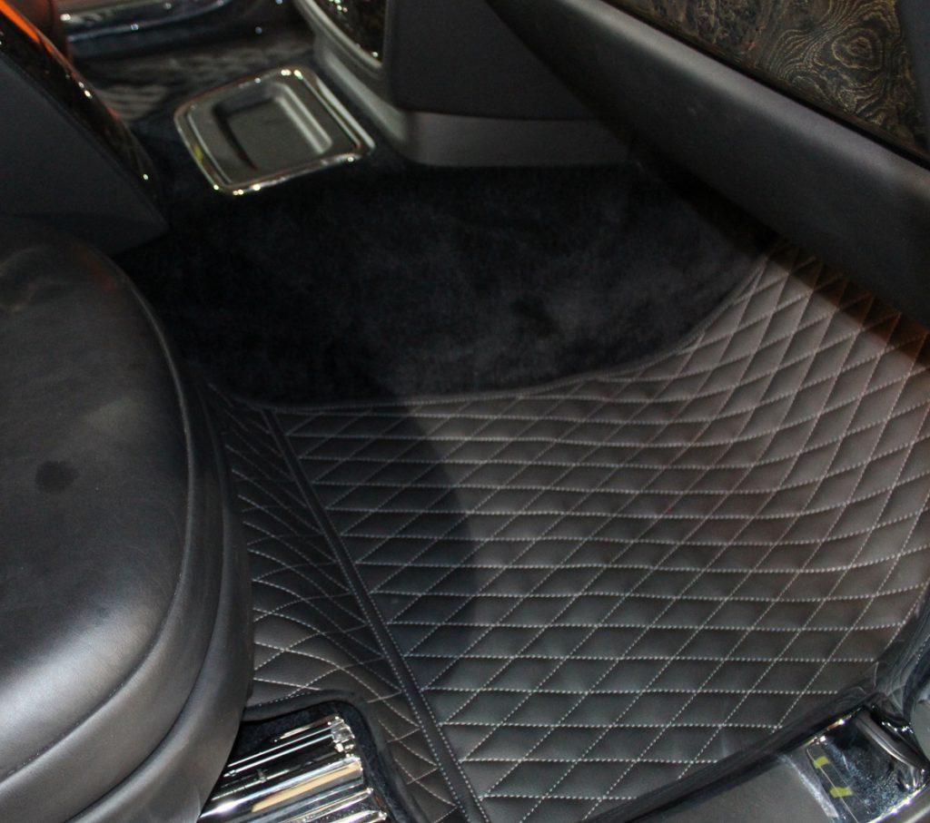 Пошив ковров из оригинальной alcantara для Rolls-Royce в Москве