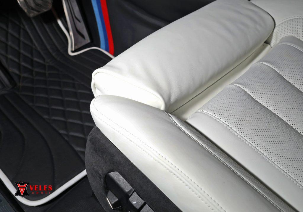 перешив сидений в белую кожу BMW