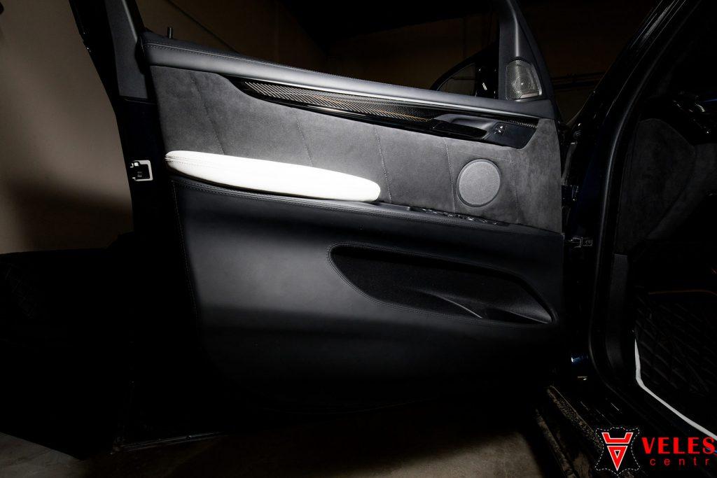 вставка в дверь BMW из алькантра