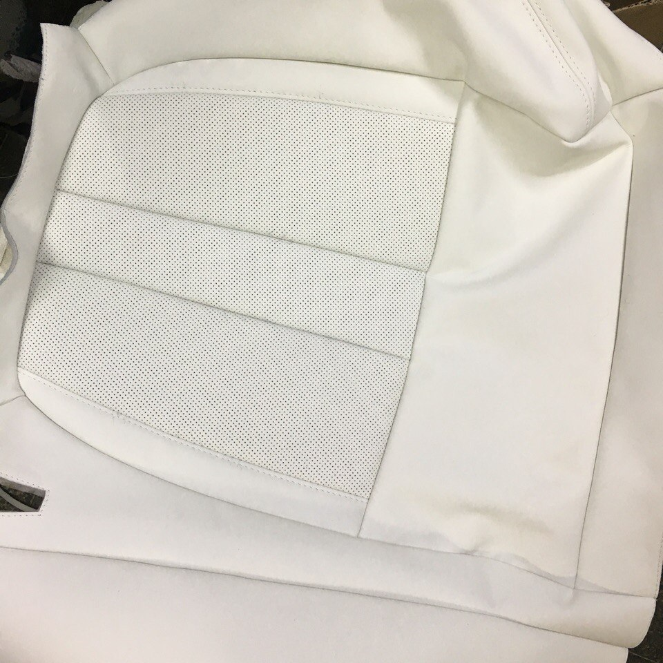 Нижняя часть перетянутого сидения от BMW