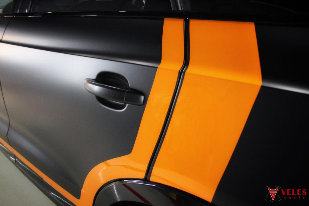 оклейка машины качественной пленкой матовый сатин с полосами на кузов