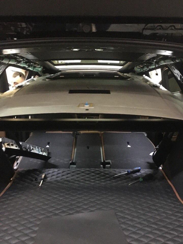 Перешив салона, замена пола, перетяжка потолка BMW