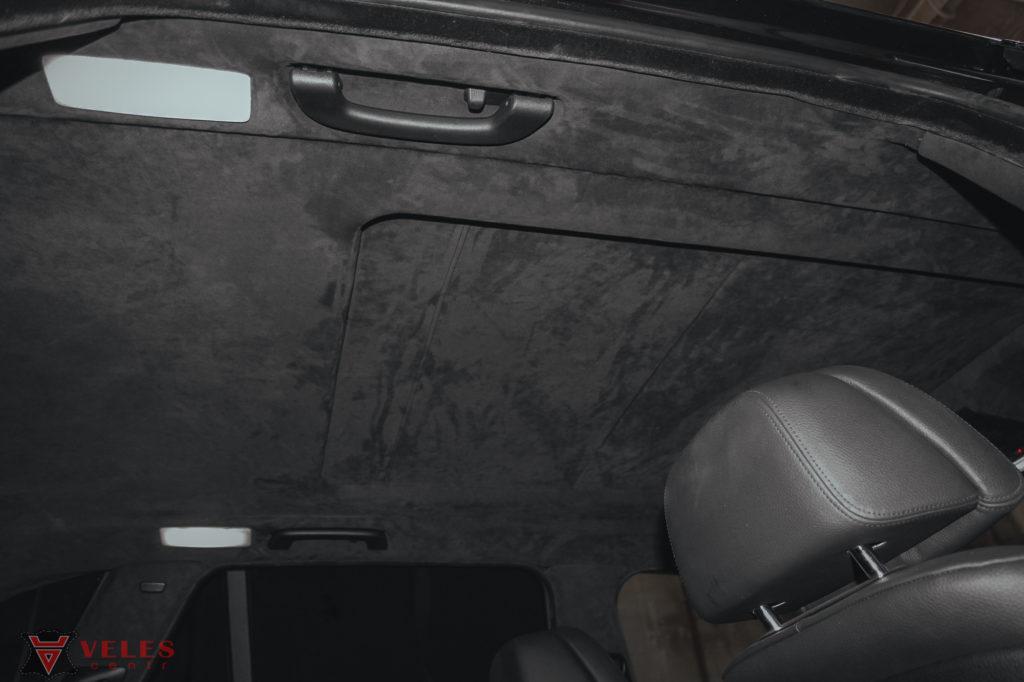 перетяжка потолка автомобиля алькантарой