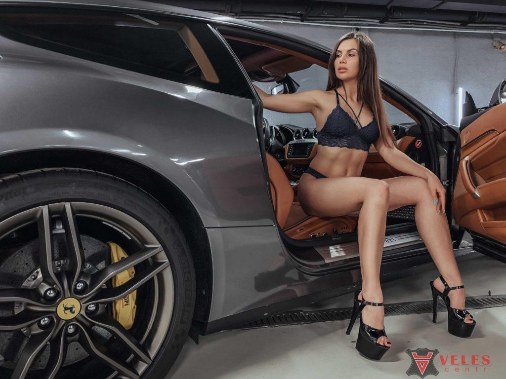 девушка и авто