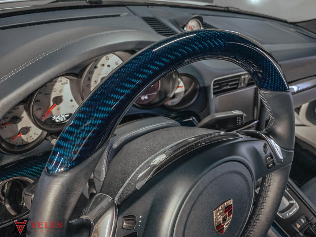 отделка карбоном салона автомобиля