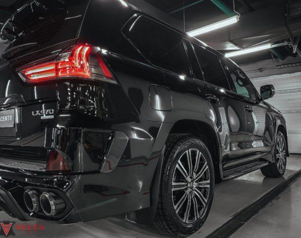 обтяжка авто карбоном в Москве